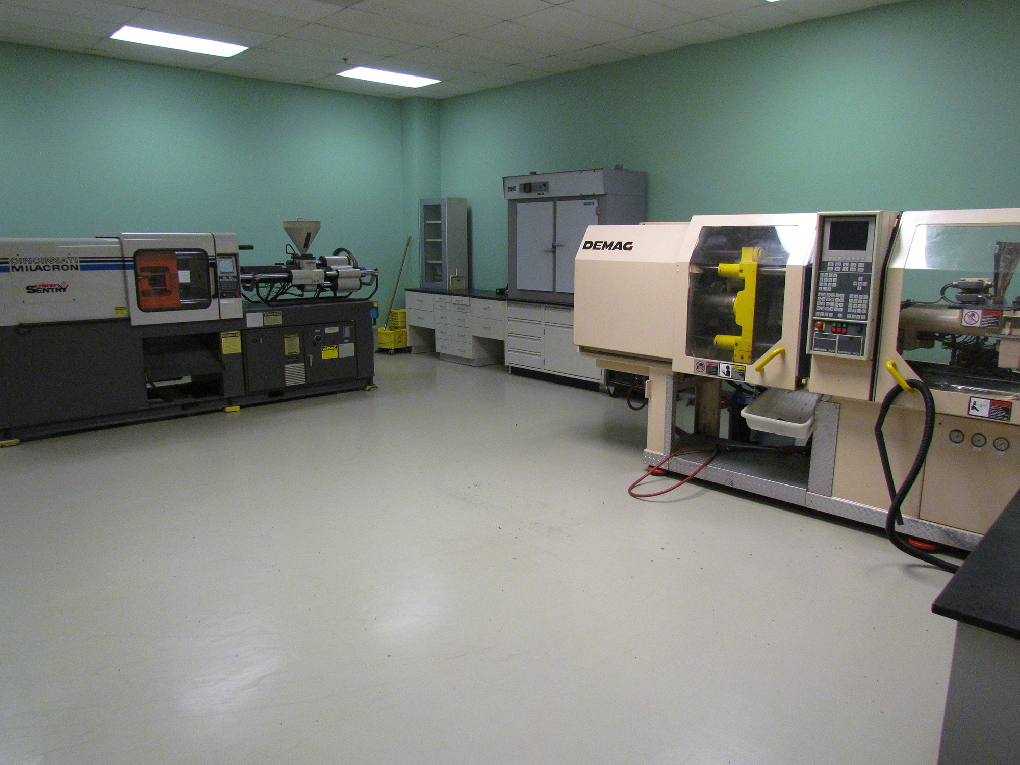 Equipment in Dynamic Polymer Solutions lab